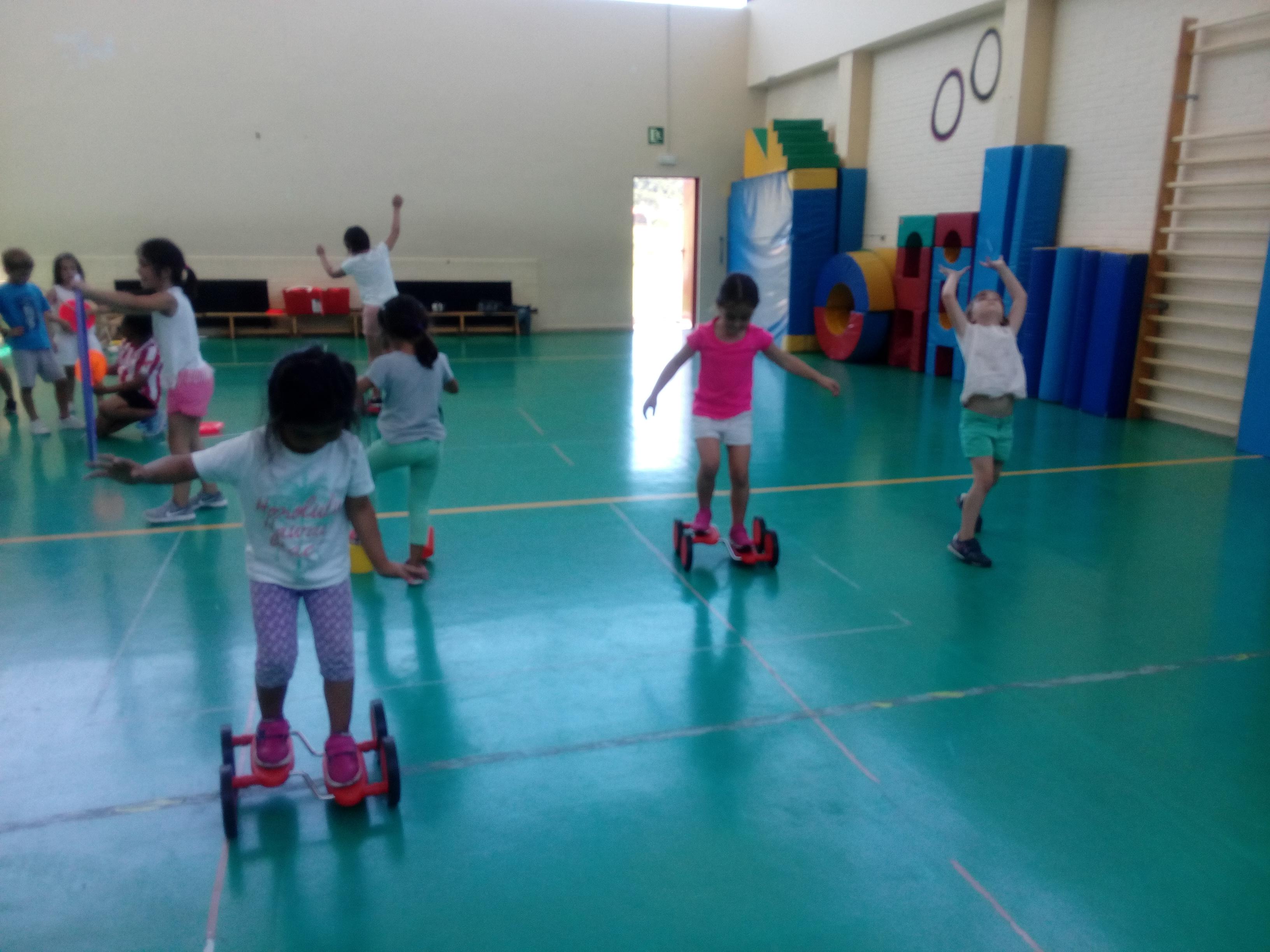 Zirkun Zirkoren tailerrak Plentziako eskolako udalekuen barne!!talleres de circo en los campamentos de la escuela de Plencia